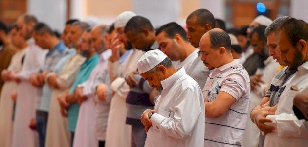 فتاوى دينية : ما حكم الصلاة في غير اتجاه القبلة