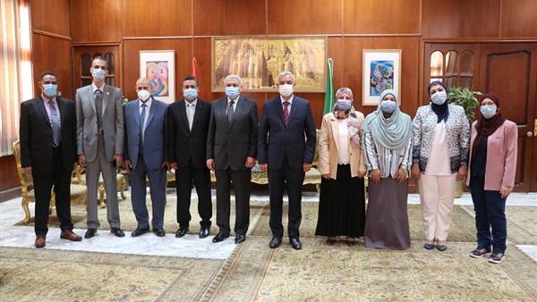 «مبارك» يلتقي مديري العموم الجدد بجامعة المنوفية