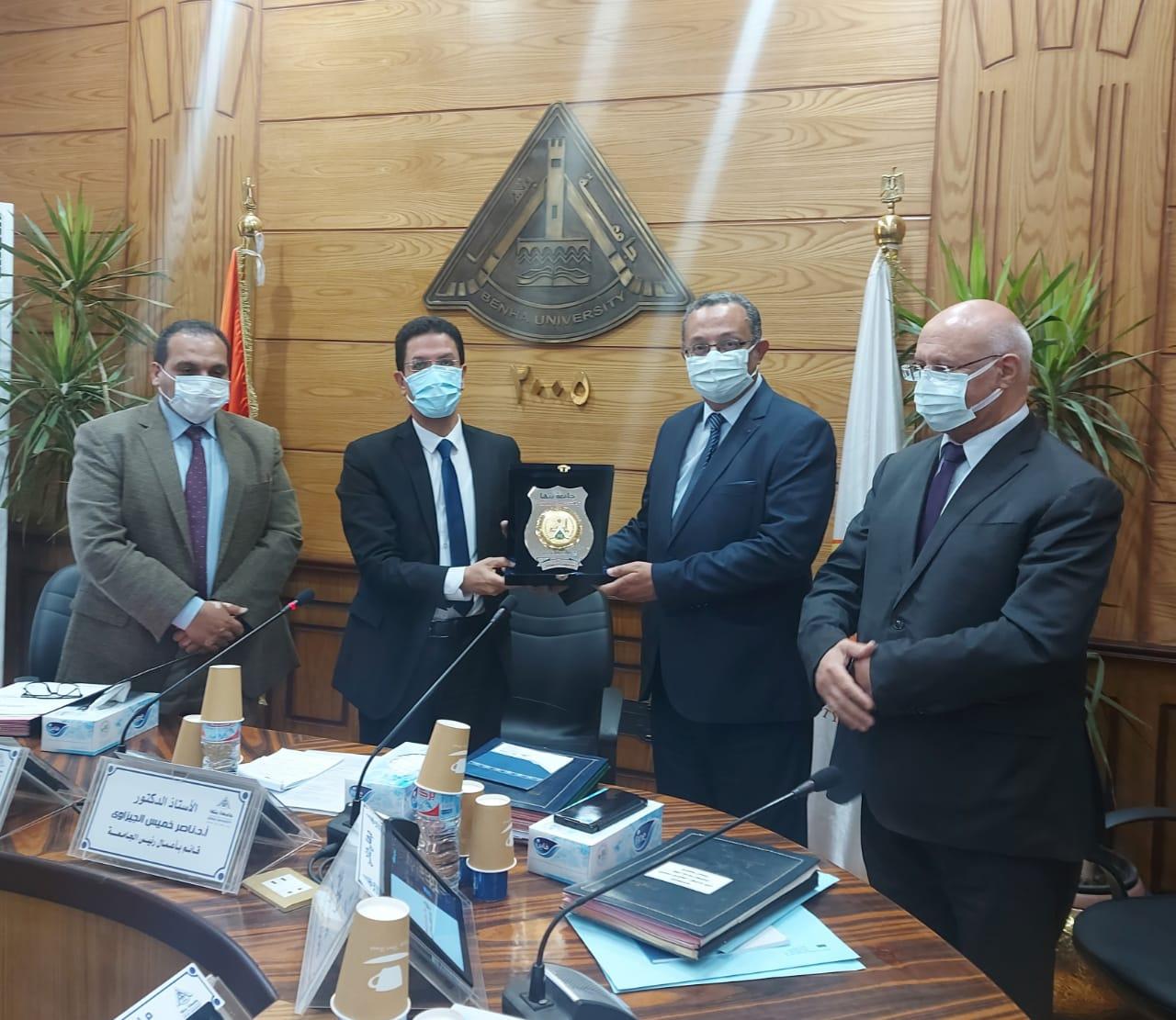 مجلس جامعة بنها يكرم الدكتور كريم الدش