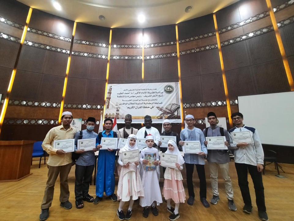منظمة خريجي الأزهر تكرم حفظة القرآن الكريم من الوافدين