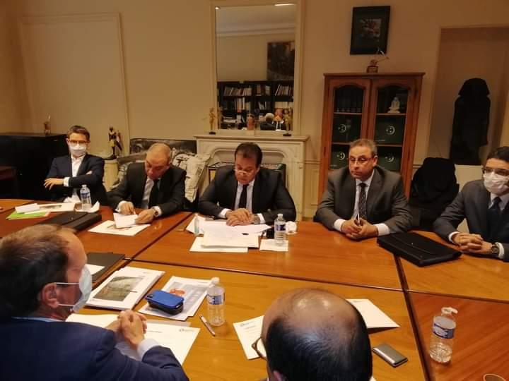 """وزير التعليم العالي يعقد اجتماعًا مع الشركات المتقدمة لبناء """"بيت مصر"""" بباريس"""