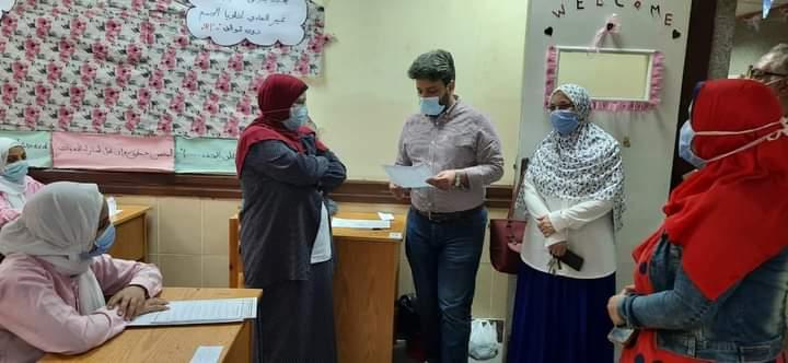 بالصور.. محافظ بني سويف يتابع امتحانات طلاب دبلوم المعهد الفني