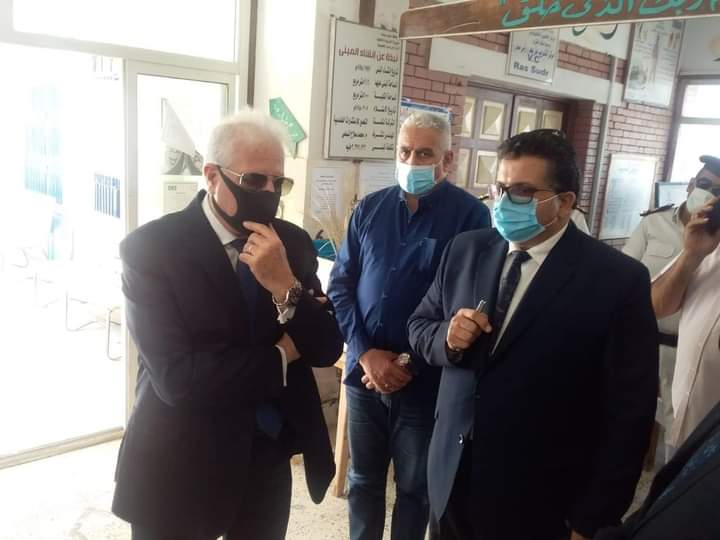 محافظ جنوب سيناء يطمئن على سير أول أيام امتحانات الإعدادية
