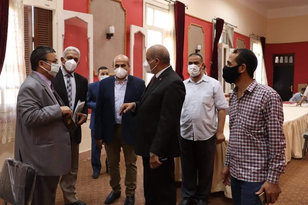 رئيس جامعة الأزهر يتابع الحملات المتنقلة للتطعيم بلقاح كورونا