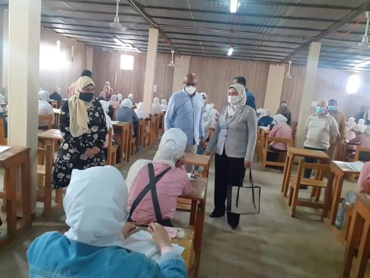 محافظ بني سويف يتابع ختام امتحانات الثالث الثانوي الفني للتمريض