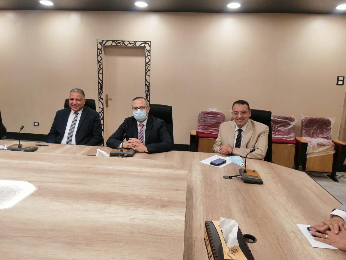 لجنة الأزمات جامعة الأزهر تواجه كورونا بعمليات رش وتطهير وتعقيم خلال إجازة عيد الفطر
