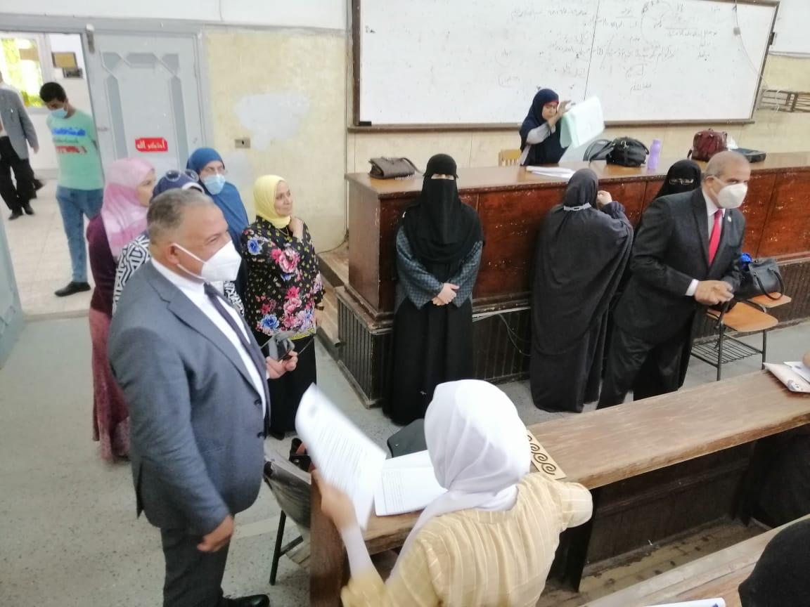 رئيس جامعة الأزهر يتفقد لجان امتحانات السنة التأهيلية