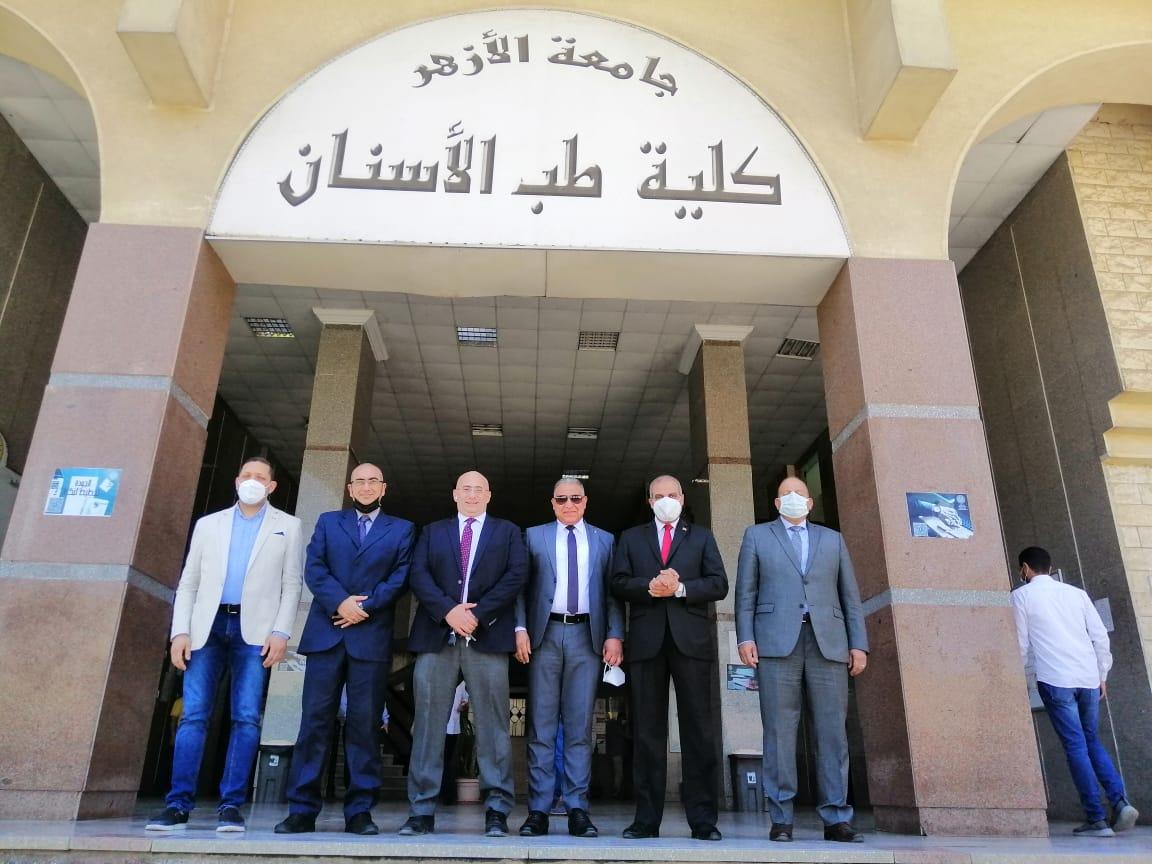 رئيس جامعة الأزهر يتفقد كلية طب الأسنان