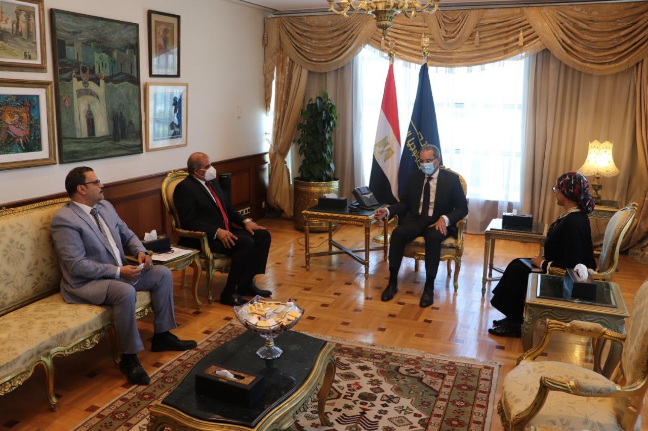 وزير الاتصالات يرحب بالتعاون مع جامعة الأزهر بمجال التحول الرقمي