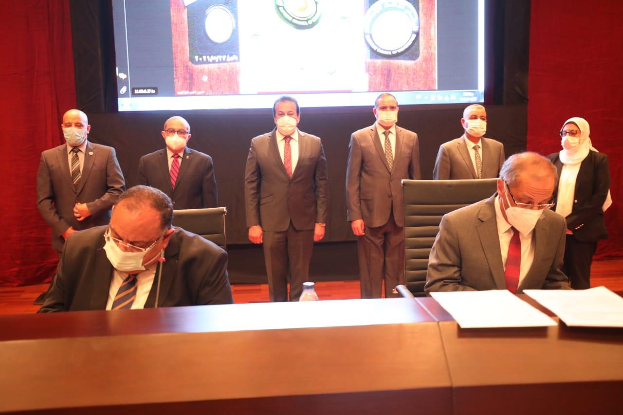 اتفاقية بين وكالة الفضاء المصرية و4 جامعات حكومية لتنفيذ أقمار صناعية