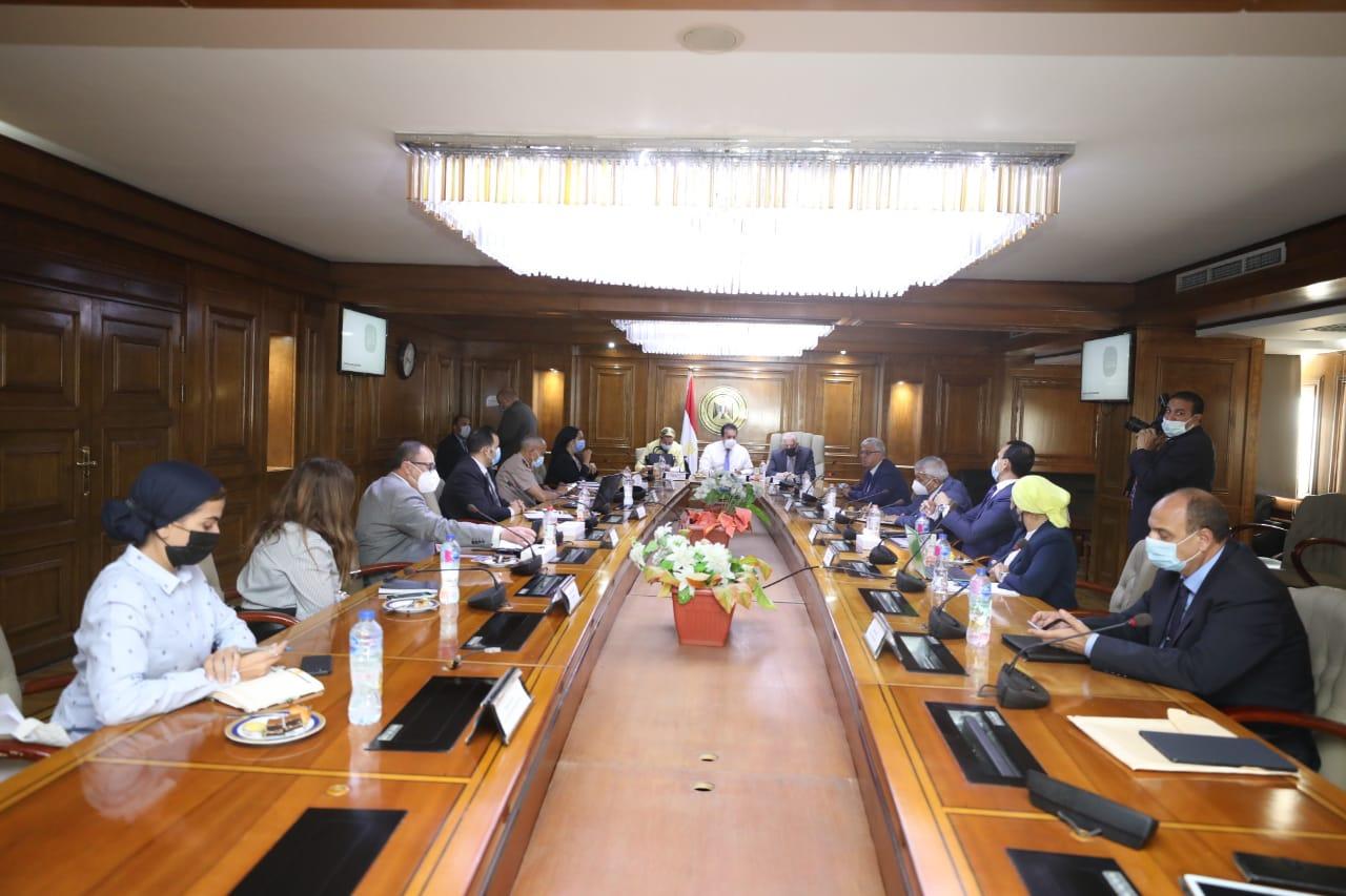 اجتماع لوزيري التعليم العالي والبيئة لمناقشة مقترح الهوية البصرية لمدينة شرم الشيخ