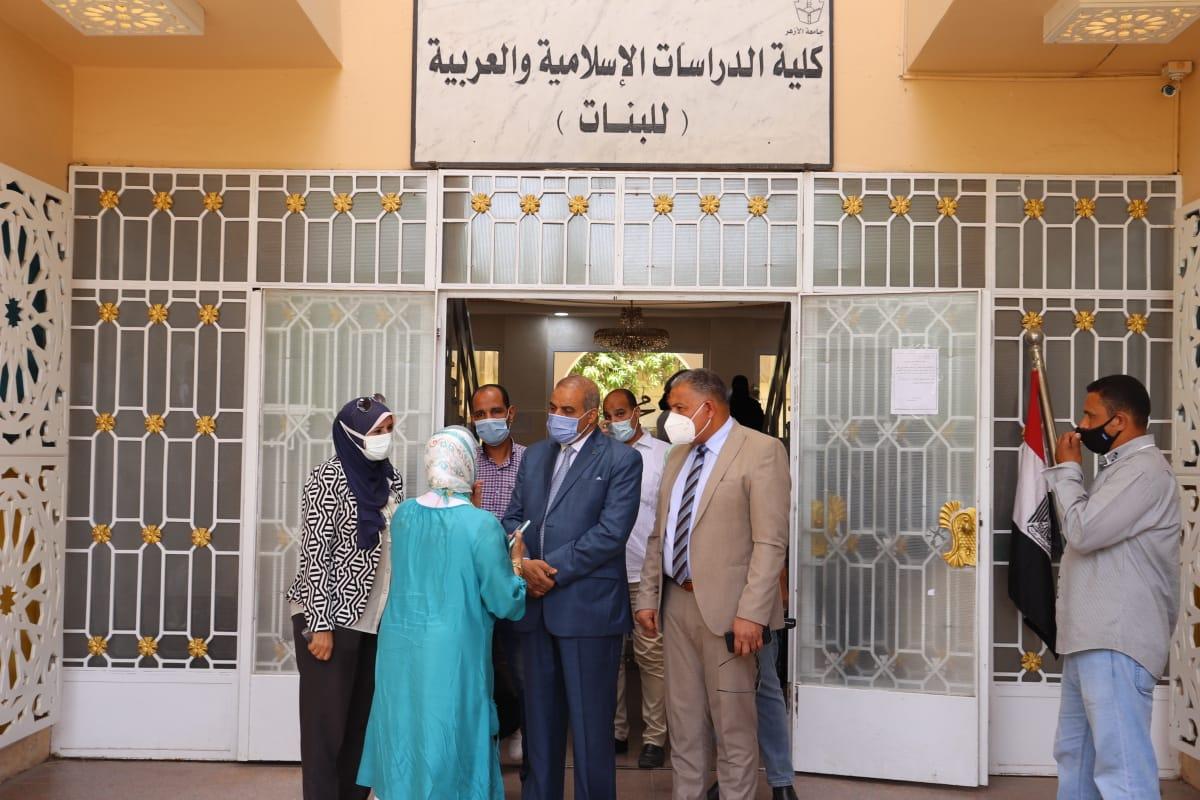 قيادات جامعة الأزهر يتابعون حملات تطعيم لقاح كورونا