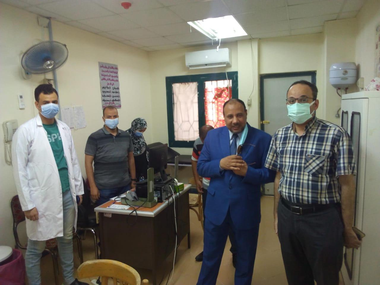 نائب رئيس جامعة الأزهر يتفقد العيادات الخارجية بالمستشفى الجامعي بأسيوط