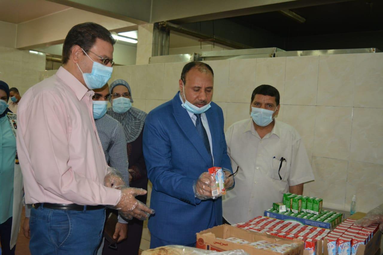 نائب رئيس جامعة الأزهر يتفقد مطبخ المدينة الجامعية بأسيوط
