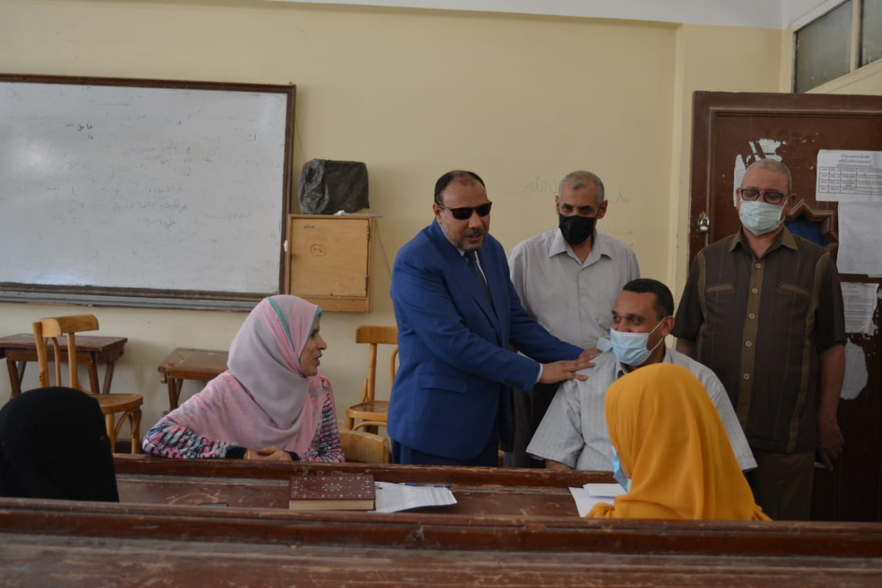 نائب رئيس جامعة الأزهر يتفقد امتحانات الشفوي بكلية البنات الإسلامية