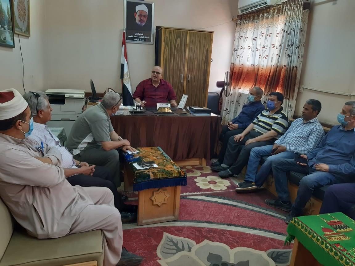 المنيا الأزهرية تعقد اجتماعاً موسعاً بموجهي عموم وأوائل المنطقة