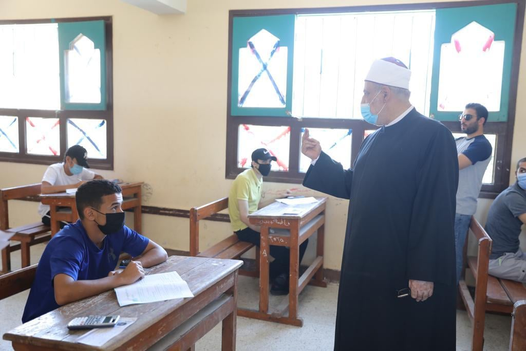 وكيل الأزهر ورئيس قطاع المعاهد يتفقدان لجان الامتحانات بالإسماعيلية والمنوفية