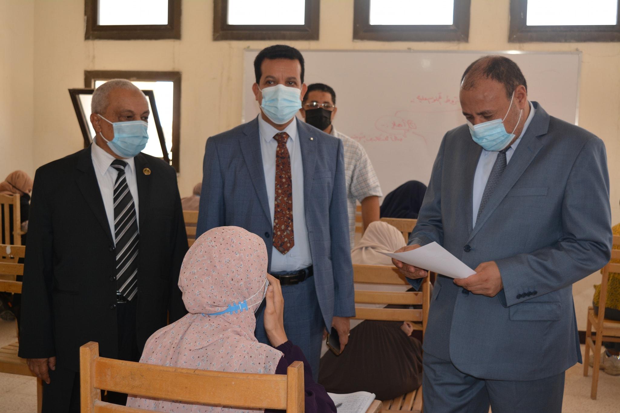 نائب رئيس جامعة الأزهر يواصل جولاته التفقدية لمتابعة انتظام سير أعمال الامتحانات