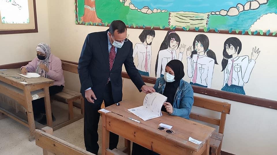 محافظ شمال سيناء يتفقد لجان امتحانات الثانوية الأزهرية