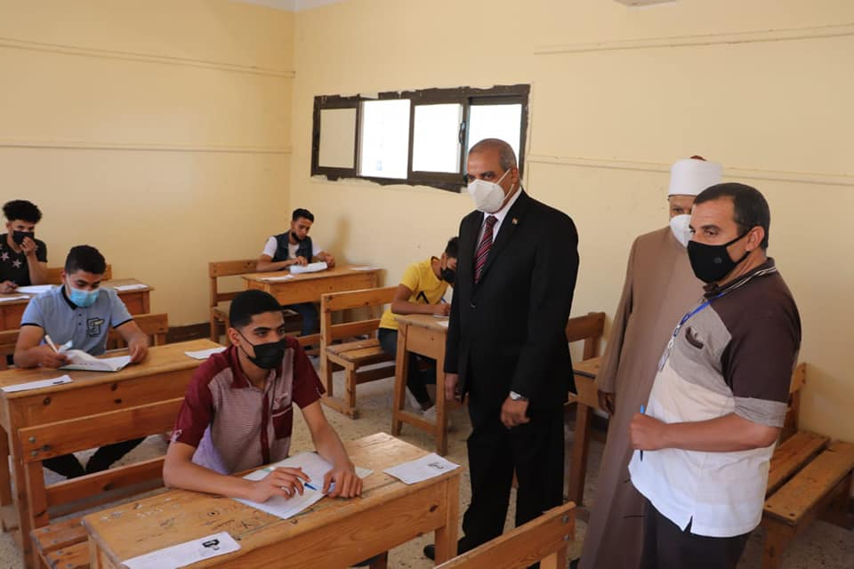 رئيس جامعة الأزهر يتفقد لجان الشهادة الثانوية الأزهرية للطلاب والطالبات بدمياط الجديدة