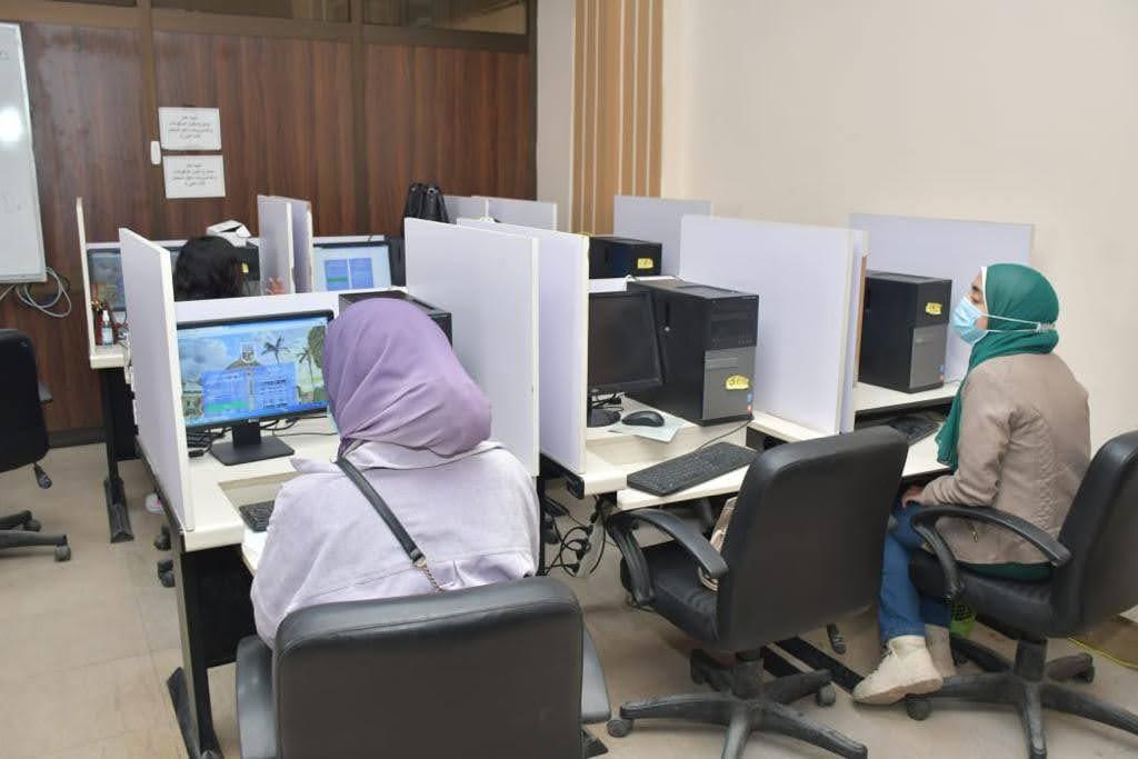 """""""الخشت"""" يتابع سير الامتحانات بكليات جامعة القاهرة لحظة بلحظة"""