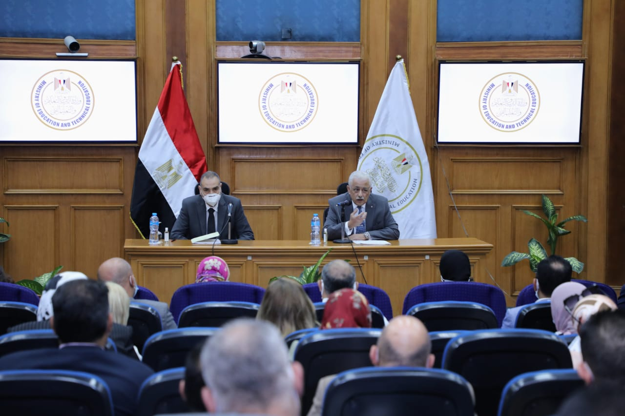 بعد كثرة الشكاوي.. وزير التربية والتعليم يلتقي أولياء أمور مدارس النيل