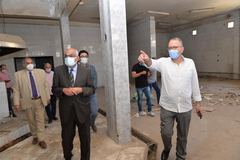 رئيس جامعة المنصورة يتفقد تطوير مستشفى الطلبة الجامعي