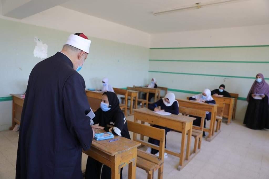 وكيل الأزهر يتفقد لجان العاشر من رمضان في أول أيام امتحانات الشهادة الثانوية