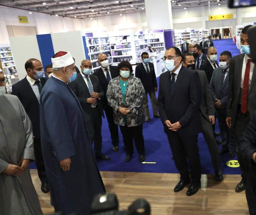وكيل الأزهر وأمين البحوث الإسلامية يستقبلان رئيس الوزراء بجناح الأزهر في معرض الكتاب
