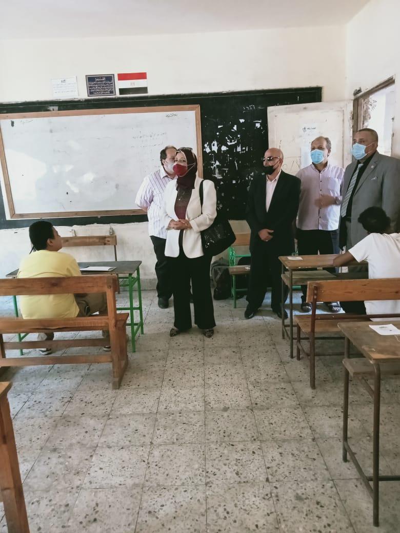"""امتحانات الشهادة الإعدادية اليوم.. صعوبة في """"عربي"""" الجيزة وسهولة في """"إنجليزي"""" القاهرة"""