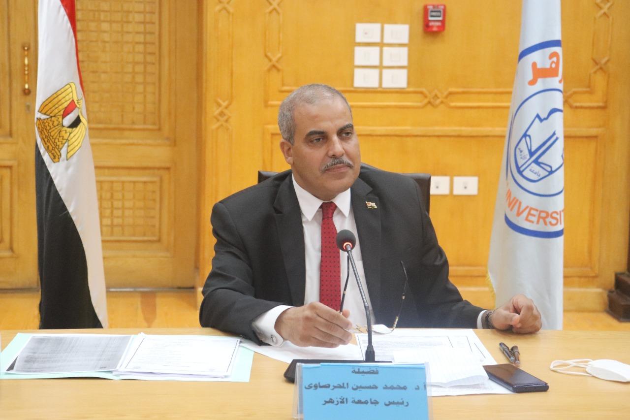 رئيس جامعة الأزهر يشيد بجهود الطواقم الطبية منذ اندلاع جائحة كورونا