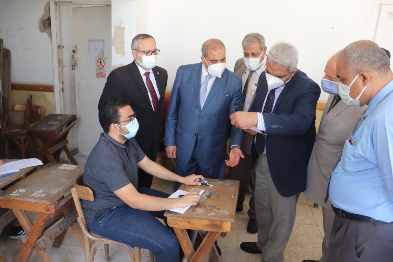 المحرصاوي يتفقد امتحانات الدراسات العليا لقطاع كليات الطب