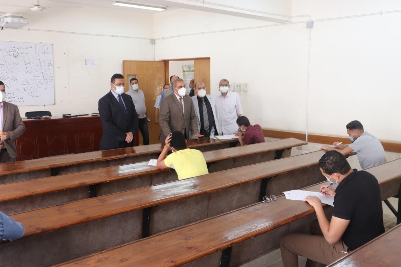 المحرصاوي يتفقد امتحانات كليتي: الدراسات الإسلامية والإعلام