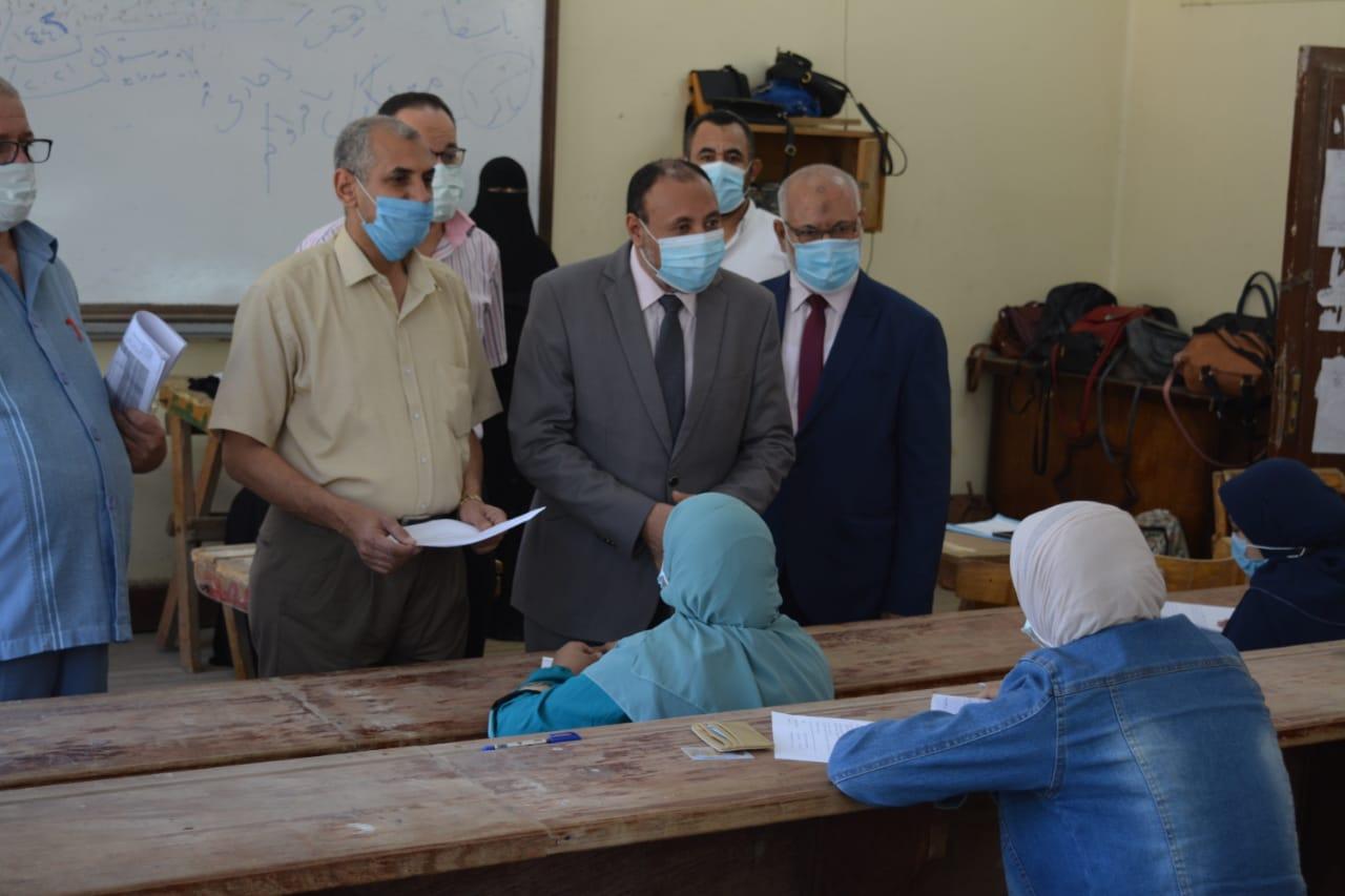نائب رئيس جامعة الأزهر يتفقد سير أعمال الامتحانات بكليات البنات