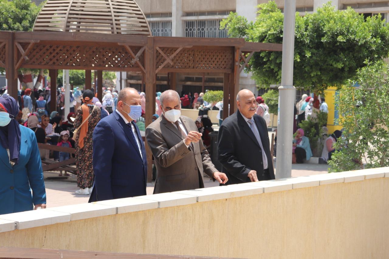 رئيس جامعة الأزهر يتفقد الامتحانات ويتابع أعمال إنشاء المبنى المركزي للاختبارات الإلكترونية