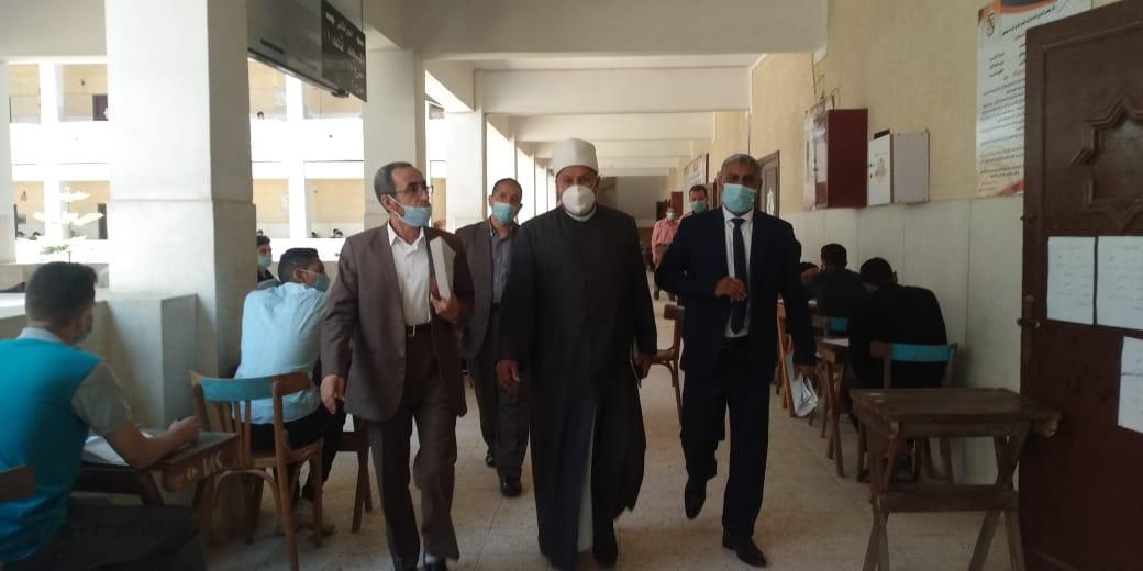 نائب رئيس جامعة الأزهر يتفقد لجان الامتحانات ويتابع حملات تطعيم لقاح كورونا