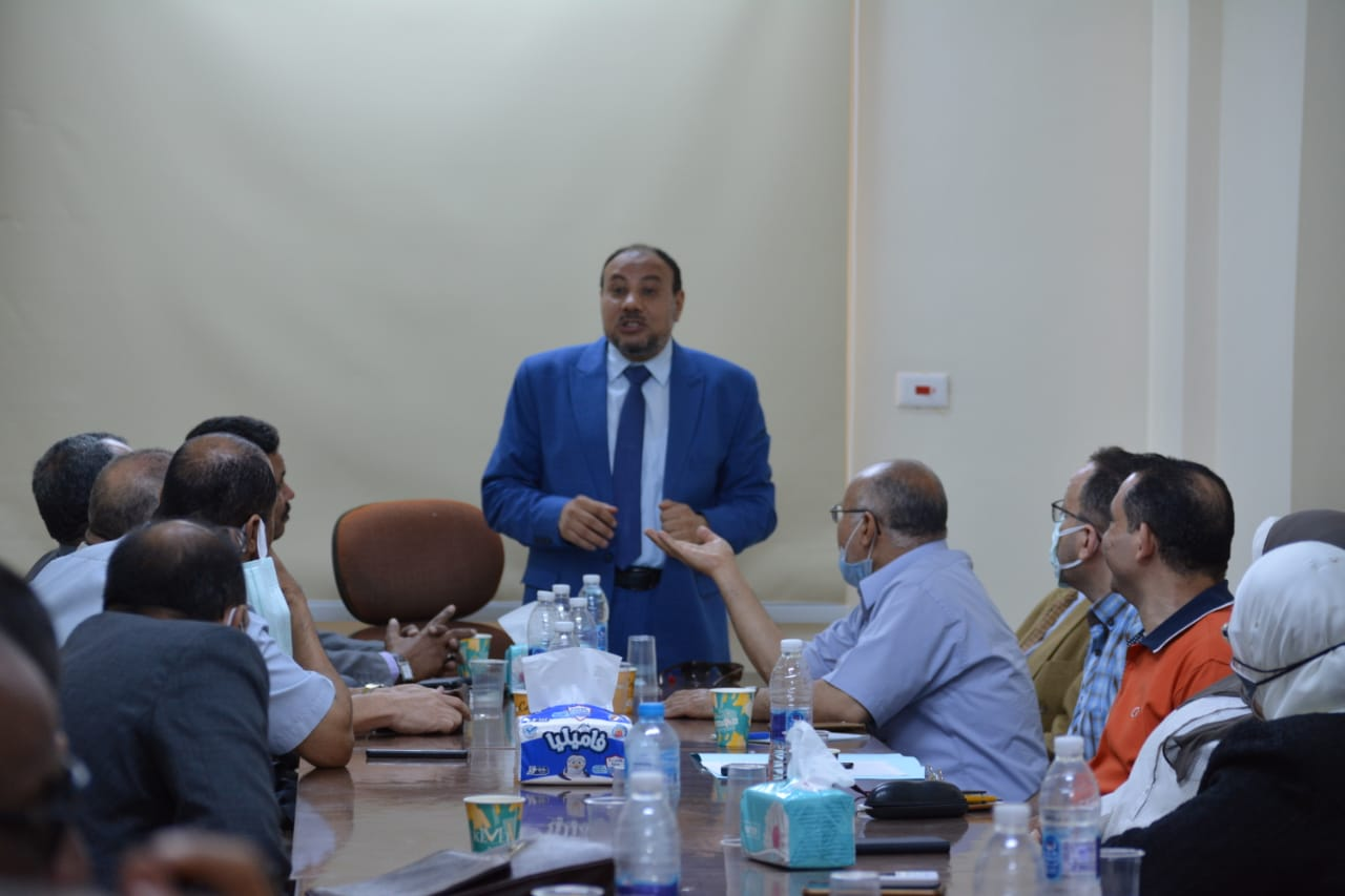 """نائب رئيس جامعة الأزهر يجتمع برؤساء الأقسام الكليات """"النظرية"""" لتفعيل دور الخريطة البحثية"""
