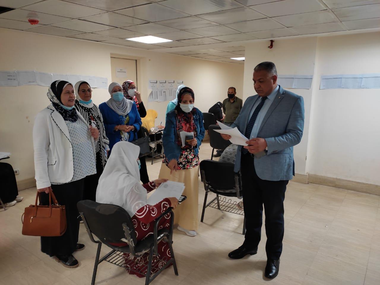 نائب رئيس جامعة الأزهر يتفقد امتحانات كليات: التمريض والتجارة والدراسات الإنسانية