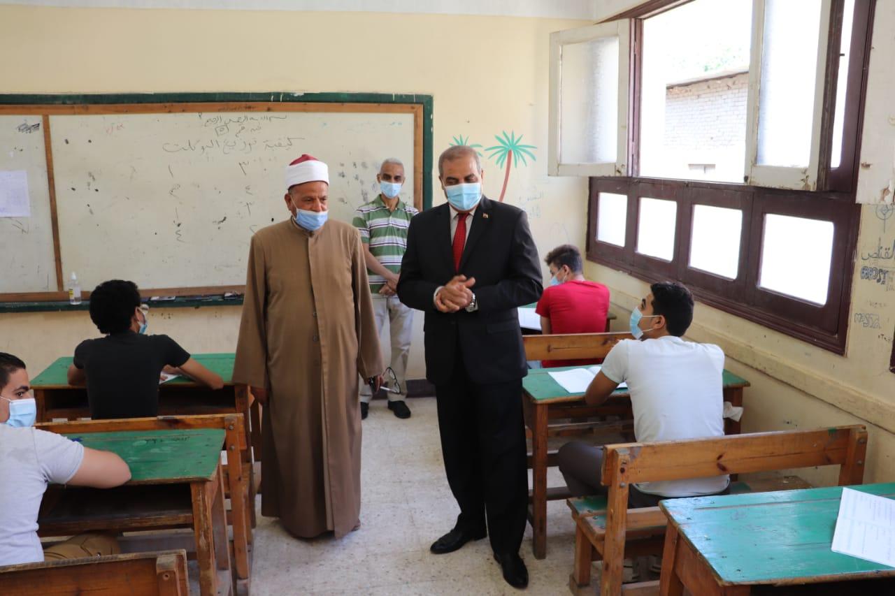 رئيس جامعة الأزهر يتفقد امتحانات الشهادة الثانوية الأزهرية في يومها الأول