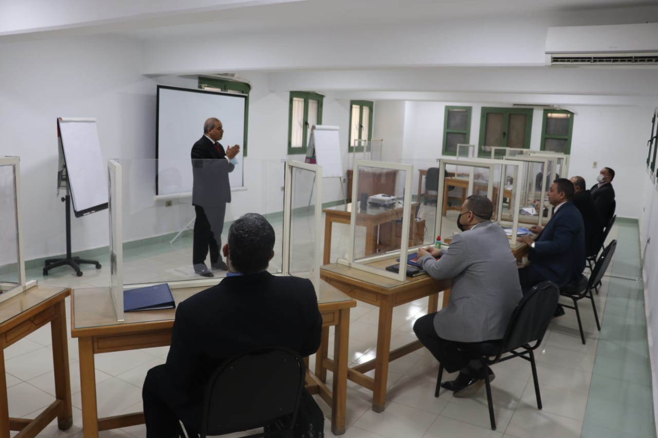 رئيس جامعة الأزهر يتفقد دورة التخطيط الإستراتيجي والتواصل الفعال لأعضاء هيئة التدريس