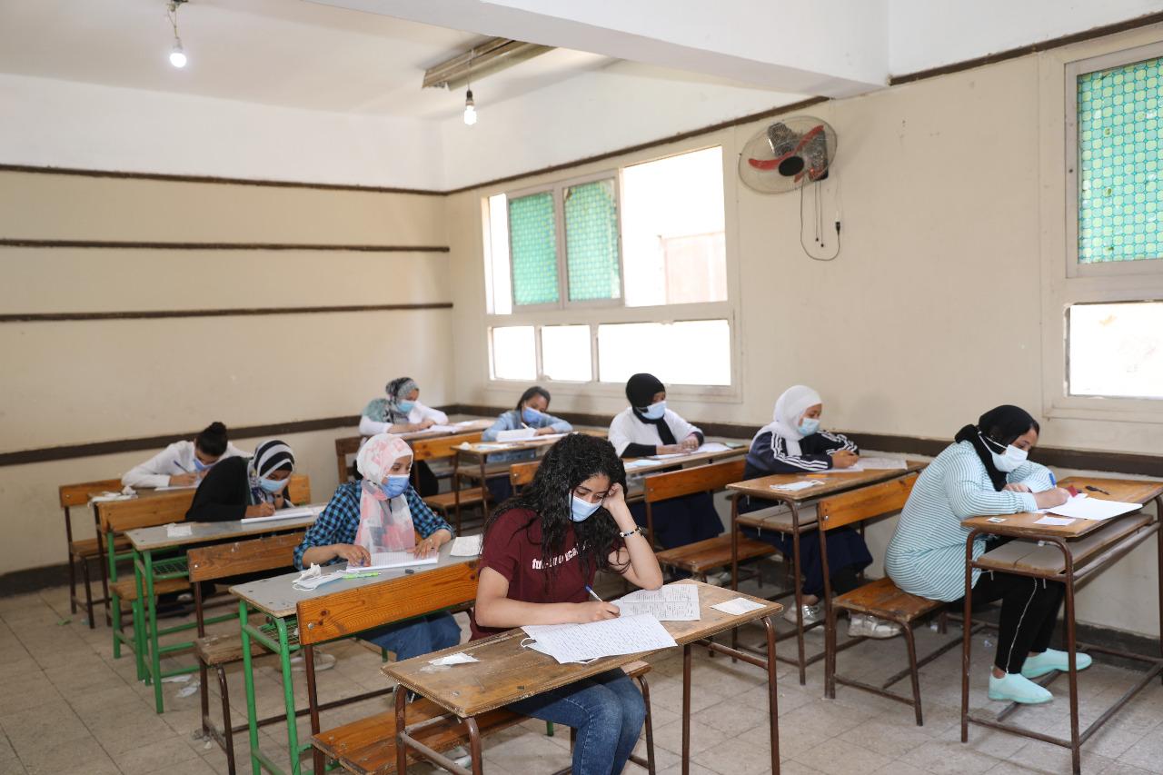 في أول يوم بامتحانات الدبلومات.. ضبط 14 جهاز محمول في لجان السيدة زينب