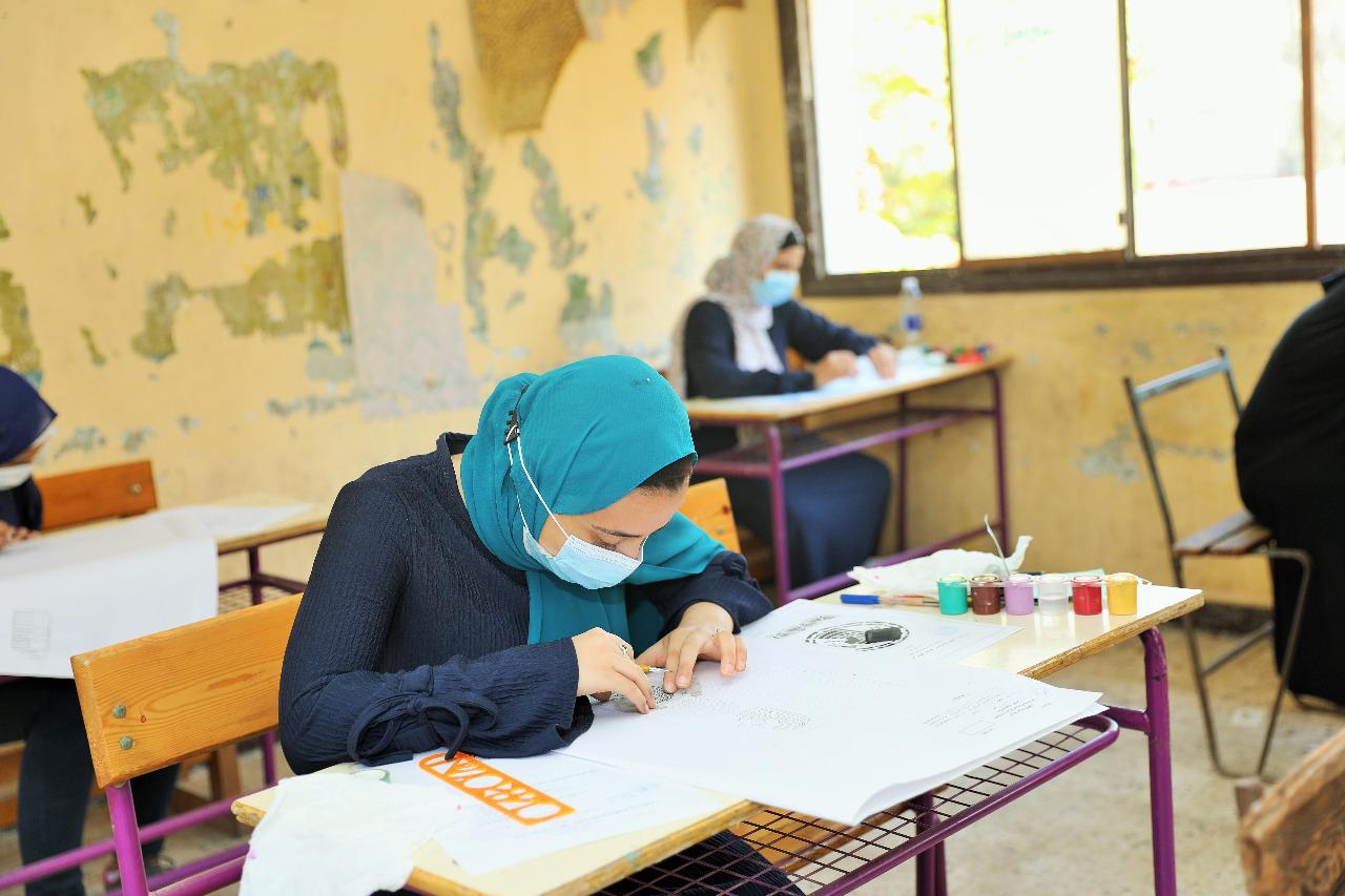 طلاب الدبلومات الفنية يؤدون الامتحان في رابع أيام الدور الأول