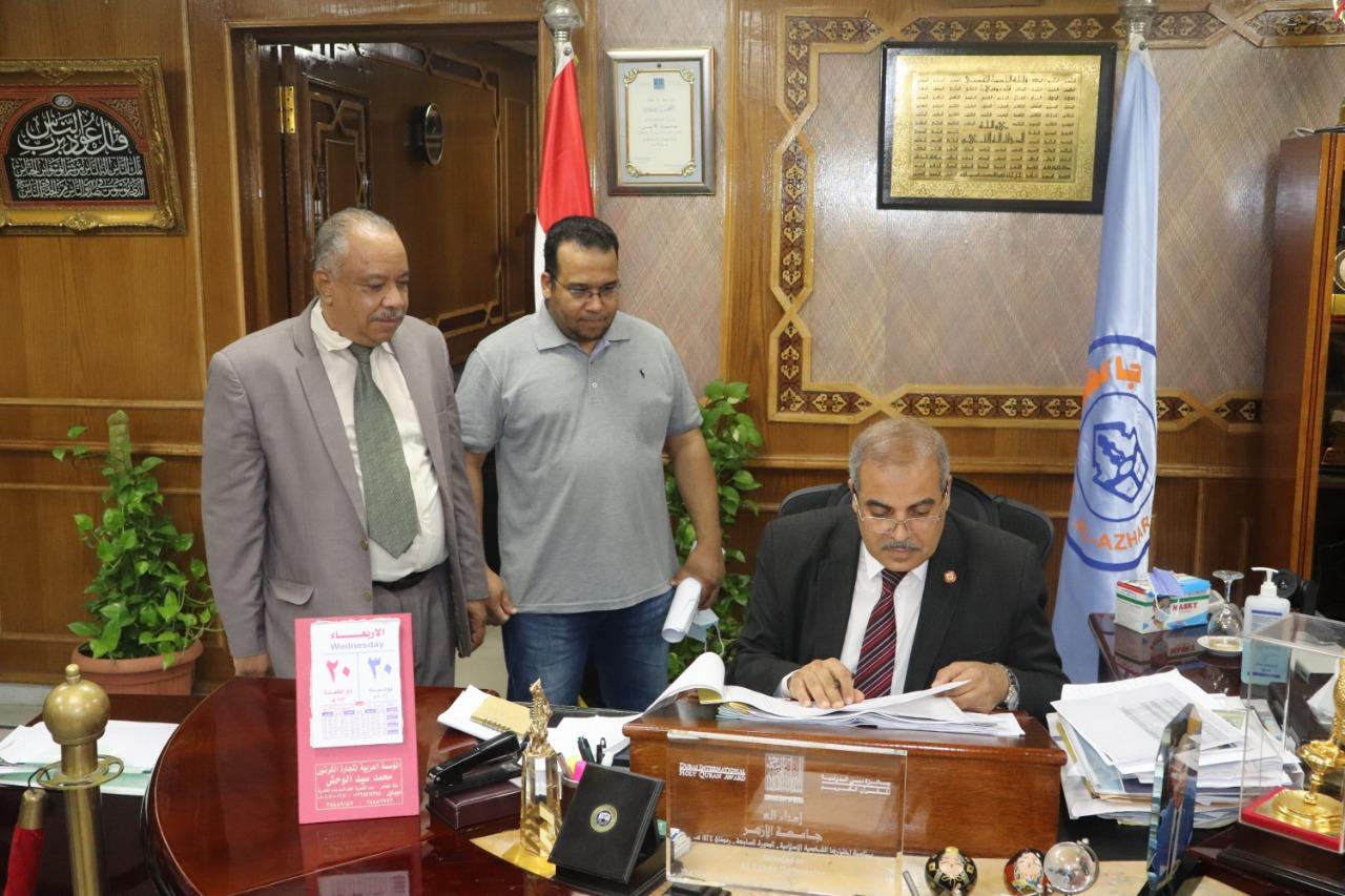 رئيس جامعة الأزهر يعتمد نتيجة كلية العلوم الأزهرية بجنوب سيناء