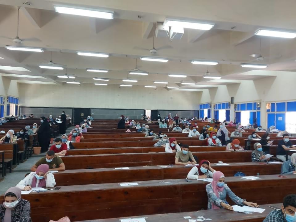 الجيزاوي يتفقد امتحانات الفصل الدراسي الثاني بكلية التجارة جامعة بنها