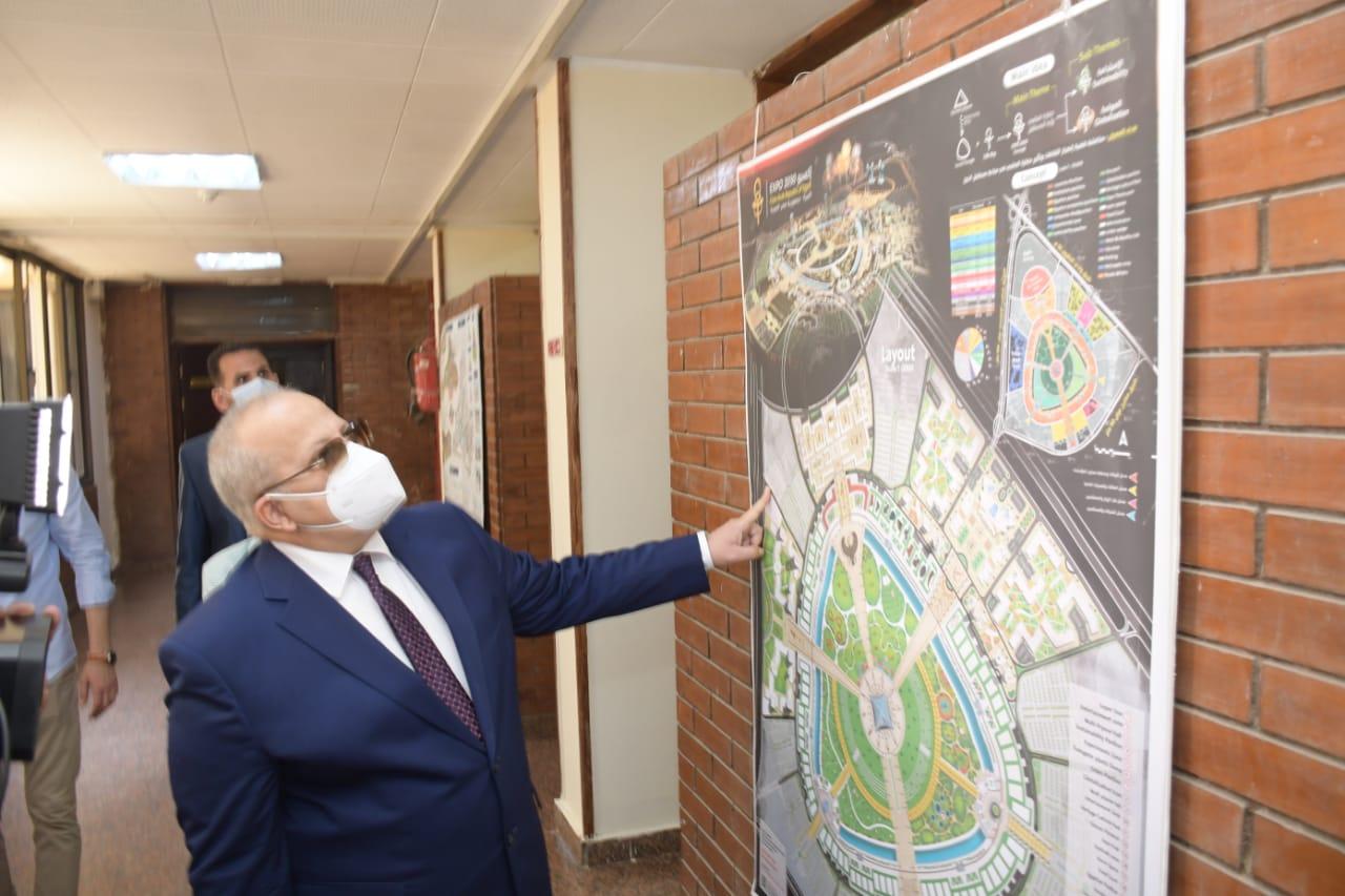 رئيس جامعة القاهرة يفتتح تجديدات كلية التخطيط العمراني