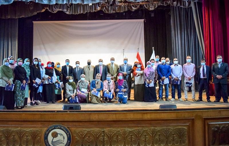 رئيس جامعة بنى سويف يكرم 27 باحثا فائزا.. تعرف على التفاصيل