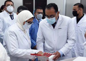 تم إنتاج مليون جرعة من لقاح كورونا حتى الآن.. رئيس الوزراء يثمن جهود شركة فاكسيرا في إنتاج اللقاحات