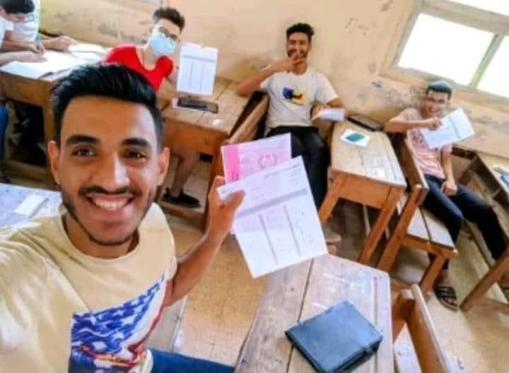 صورة الغش من داخل اللجان تحت دعوى أنها من امتحان اللغة العربية اليوم