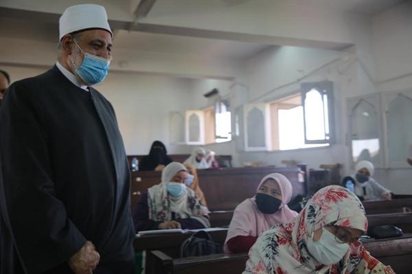 وكيل الأزهر يتفقد امتحانات رواق العلوم الشرعية والعربية بالجامع الأزهر