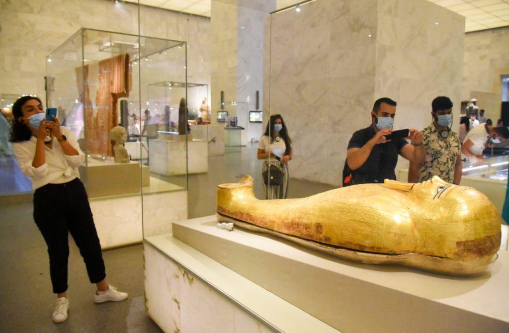 الشباب منبهر بمتحف الحضارة